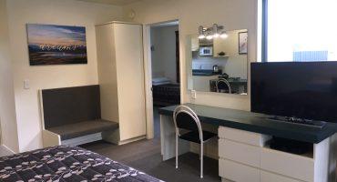 Family-Room-Desk-Space_HI